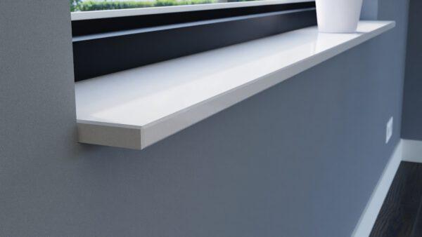 steenbok-natuursteen-Vensterbank-Composiet-Silk-White-wit-gepolijst-zijaanzicht-sfeerbeeld