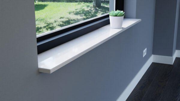 steenbok-natuursteen-Vensterbank-Composiet-Silk-White-wit-gepolijst-zijaanzicht-sfeerbeeld-woonkamer