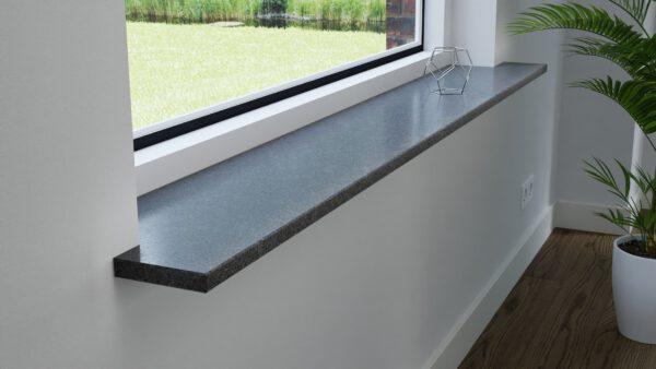 steenbok-natuursteen-Vensterbank-Graniet-Steel-Grey-grijs-gezoet-zijaanzicht-sfeerbeeld-woonkamer